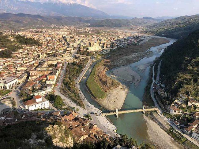 Бера́т(алб. Berati) — город на юге Албании.