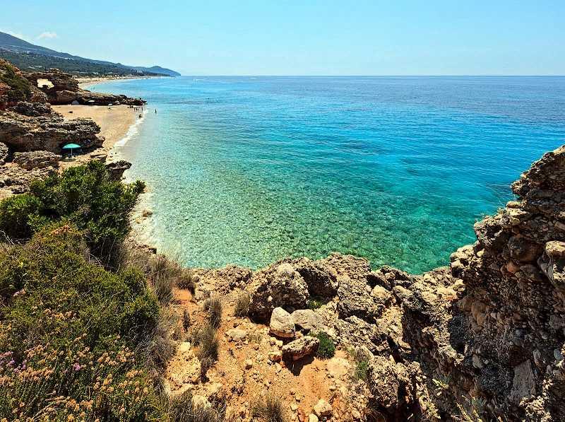 Пляж в Дерми - один из самых известных в Албании © Landscape Nature Photo / Shutterstock