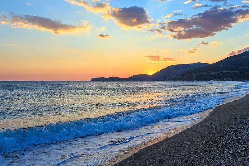 Борщ является частью крупнейшего сплошного пляжа в Албании © Landscape Nature Photo / Shutterstock