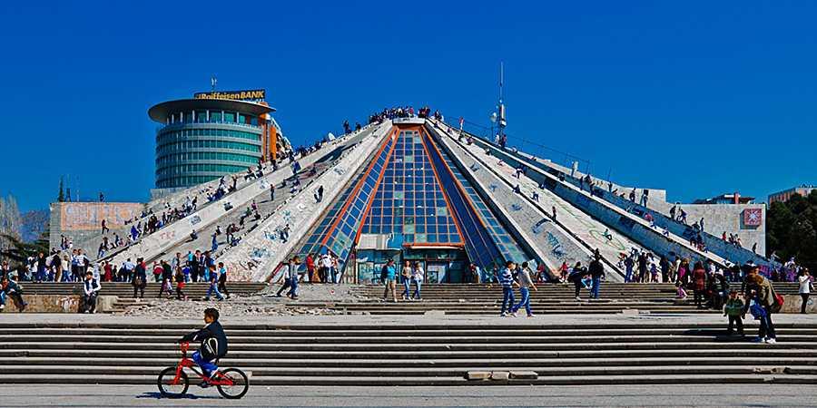 Международный культурный центр, в простонародье «Пирамида».