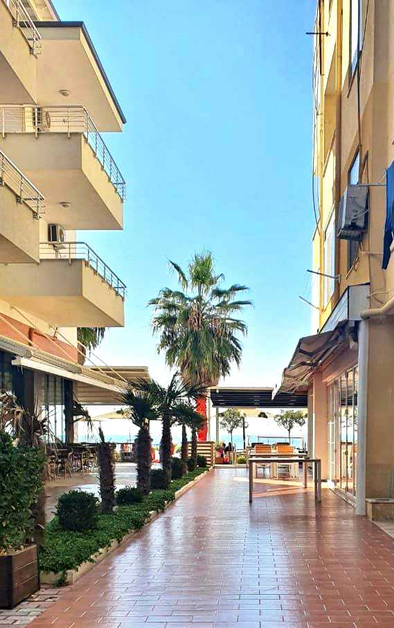 2 квартиры 1 + 1 по 55 м2. 10 метров от пляжа. Дуррес.