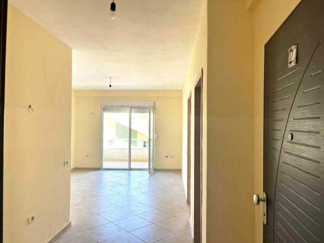 Двухкомнатная квартира 1 + 1. 50 м2. Пляж Голем-Шкемби.