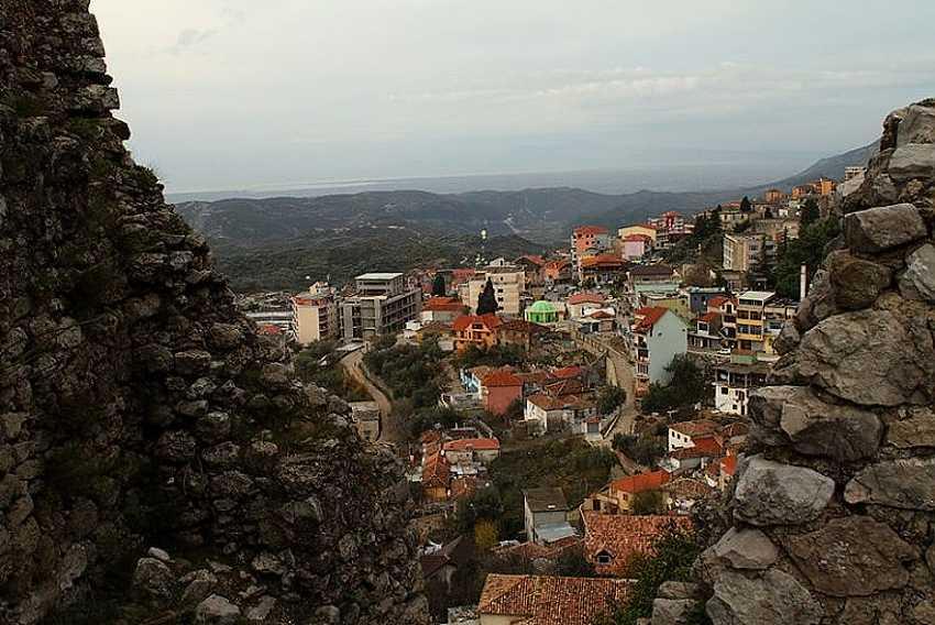 Город Круя рекомендуется к посещению из-за его достопримечательностей