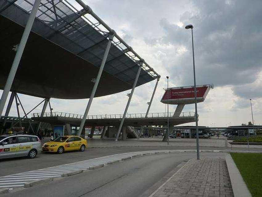 Как добраться от аэропорта Тирана до курортов.