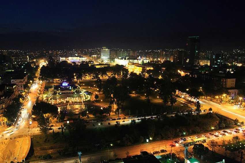Поздним вечером можно устроить прогулку по городу
