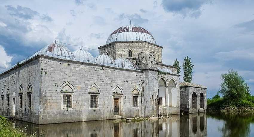 Свинцовая мечеть находится совсем недалеко от крепости Розафа