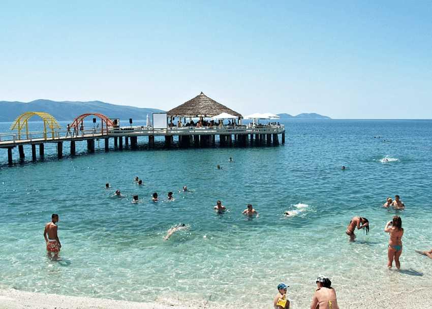 На курортах Влёры можно отдохнуть с детьми у чистого моря