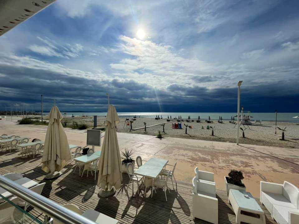 Трехкомнатная квартира с видом на пляж и море 2 + 1. 95 м2. Дуррес